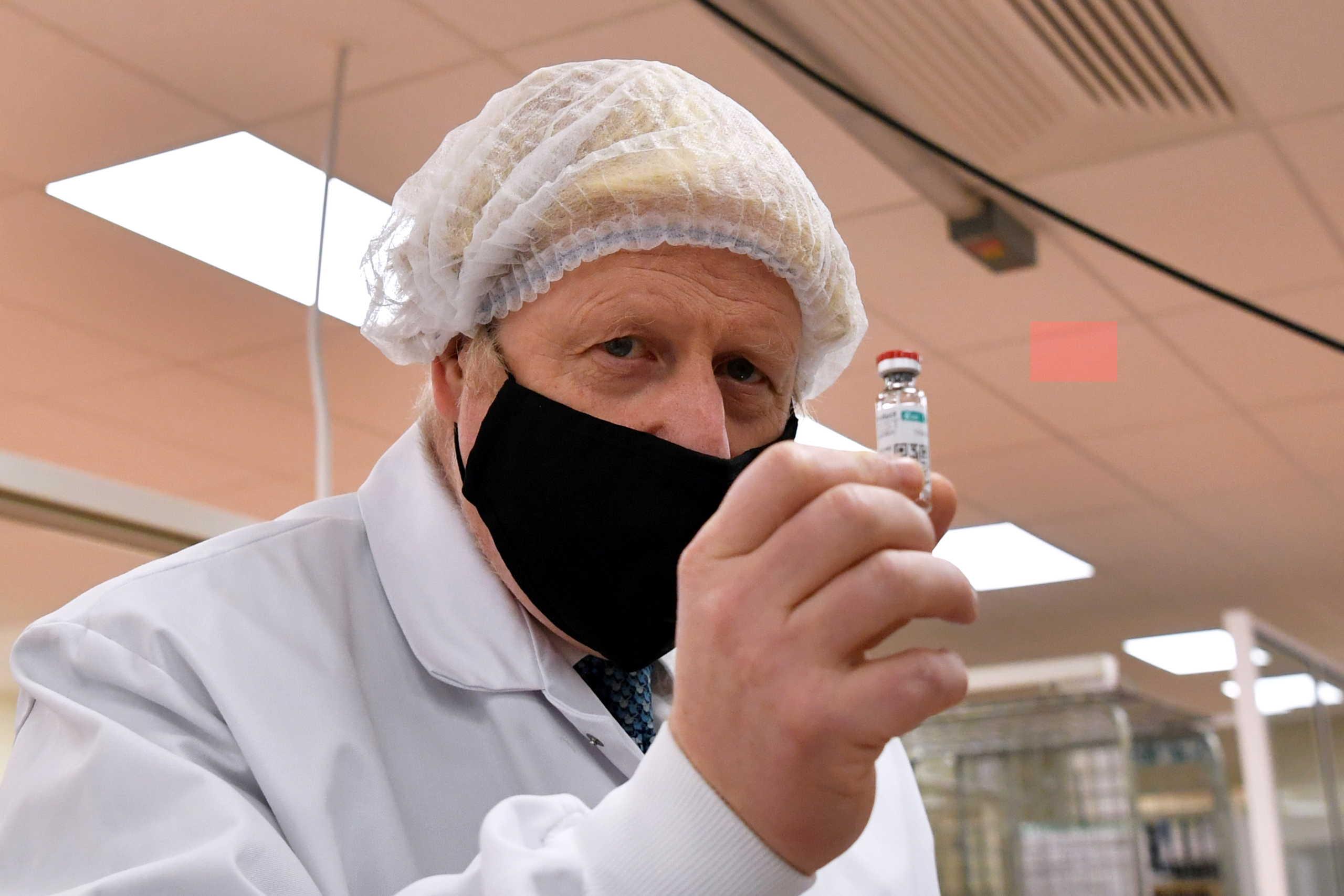 Βρετανία η πρώτη! «Πράσινο» φως στο εμβόλιο της Pfizer, ξεκινούν οι εμβολιασμοί