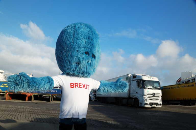 Το «τέρας του Brexit» δεσπόζει στο λιμάνι του Ρότερνταμ (pics)