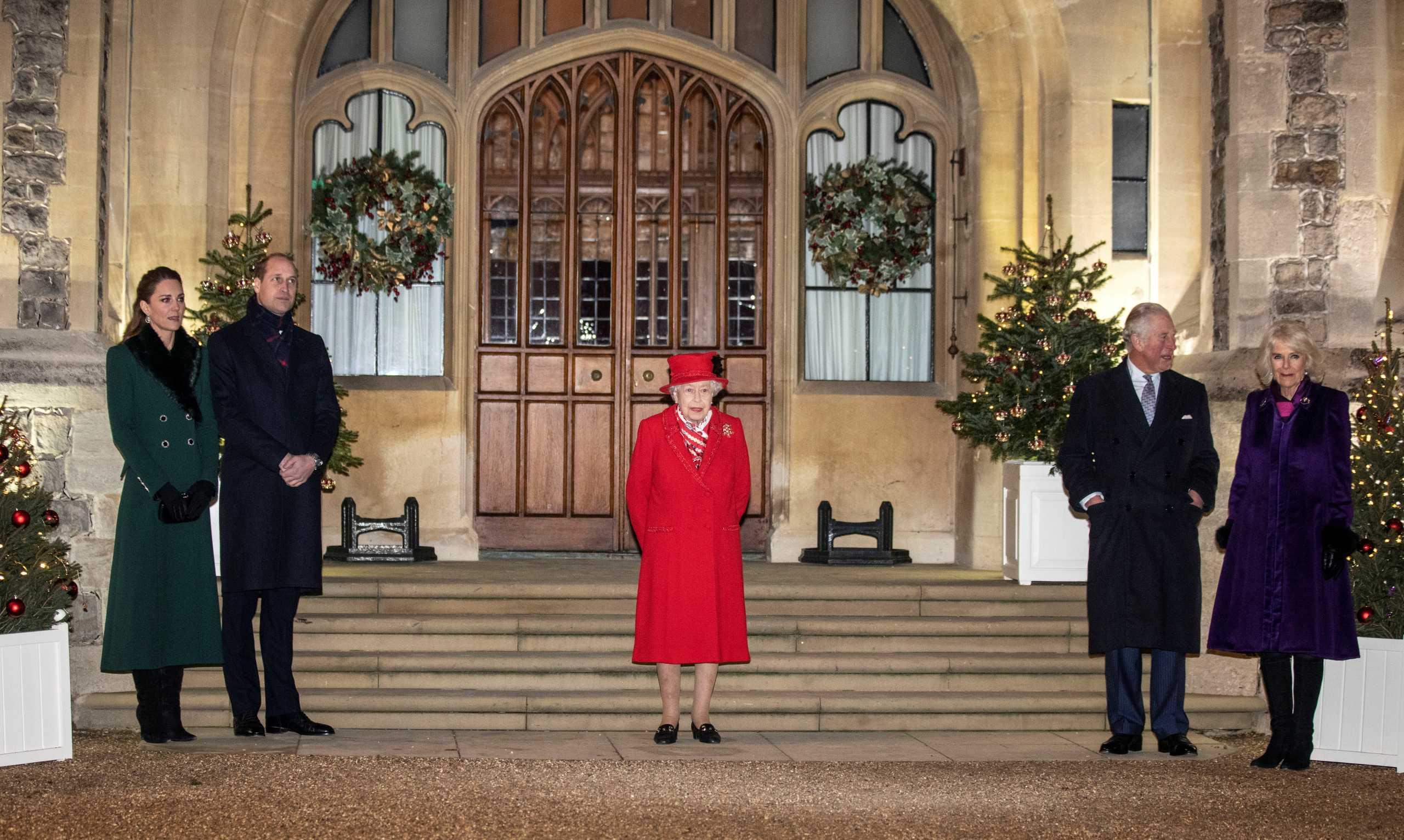 Βρετανία: Χριστουγεννιάτικο reunion για την βασιλική οικογένεια χωρίς τον Φίλιππο (pics)