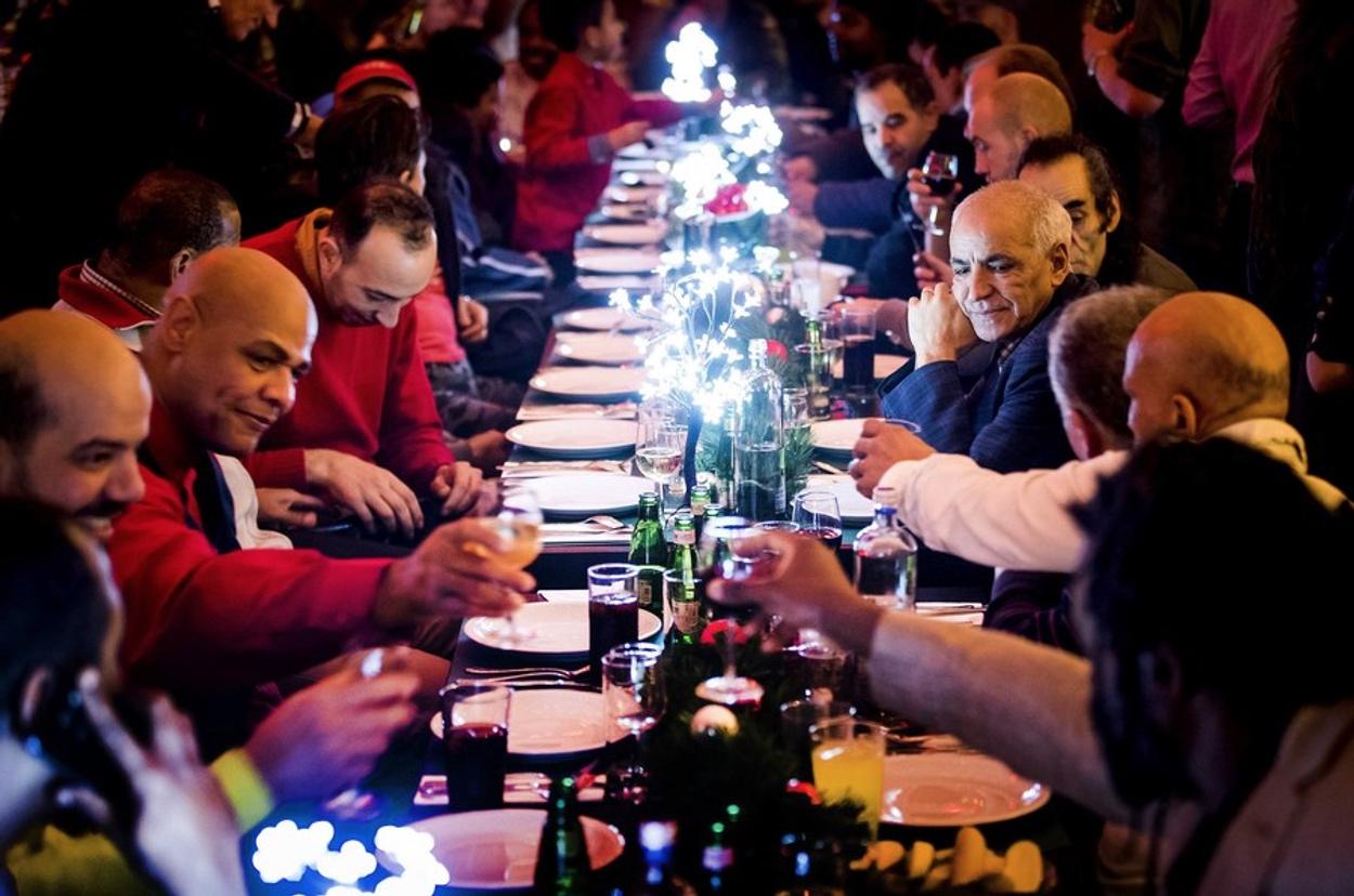 Ρεβεγιόν: Έτσι θα γίνουν «βόμβες» κορονοϊού τα χριστουγεννιάτικα τραπέζια