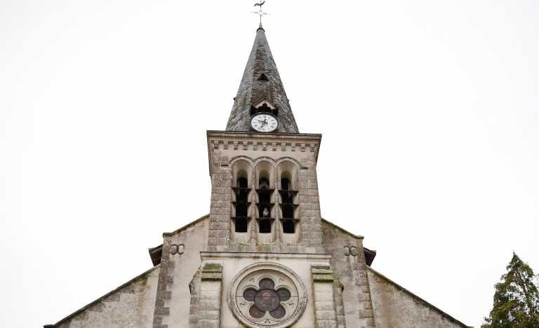 Τρεις τραυματίες από την εισβολή αυτοκινήτου σε εκκλησία της Γαλλίας