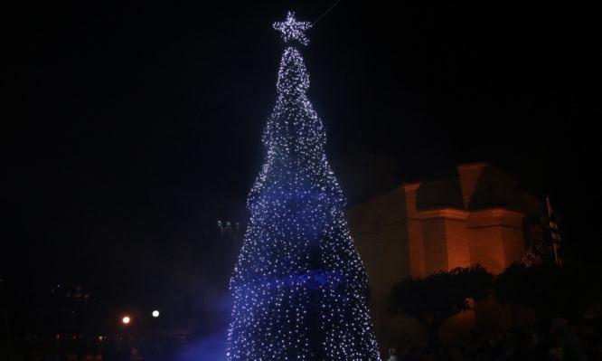 Θεσσαλονίκη: Πρωτοχρονιά με λιγότερη λάμψη – Στρας, παγιέτες και σατέν στα αζήτητα