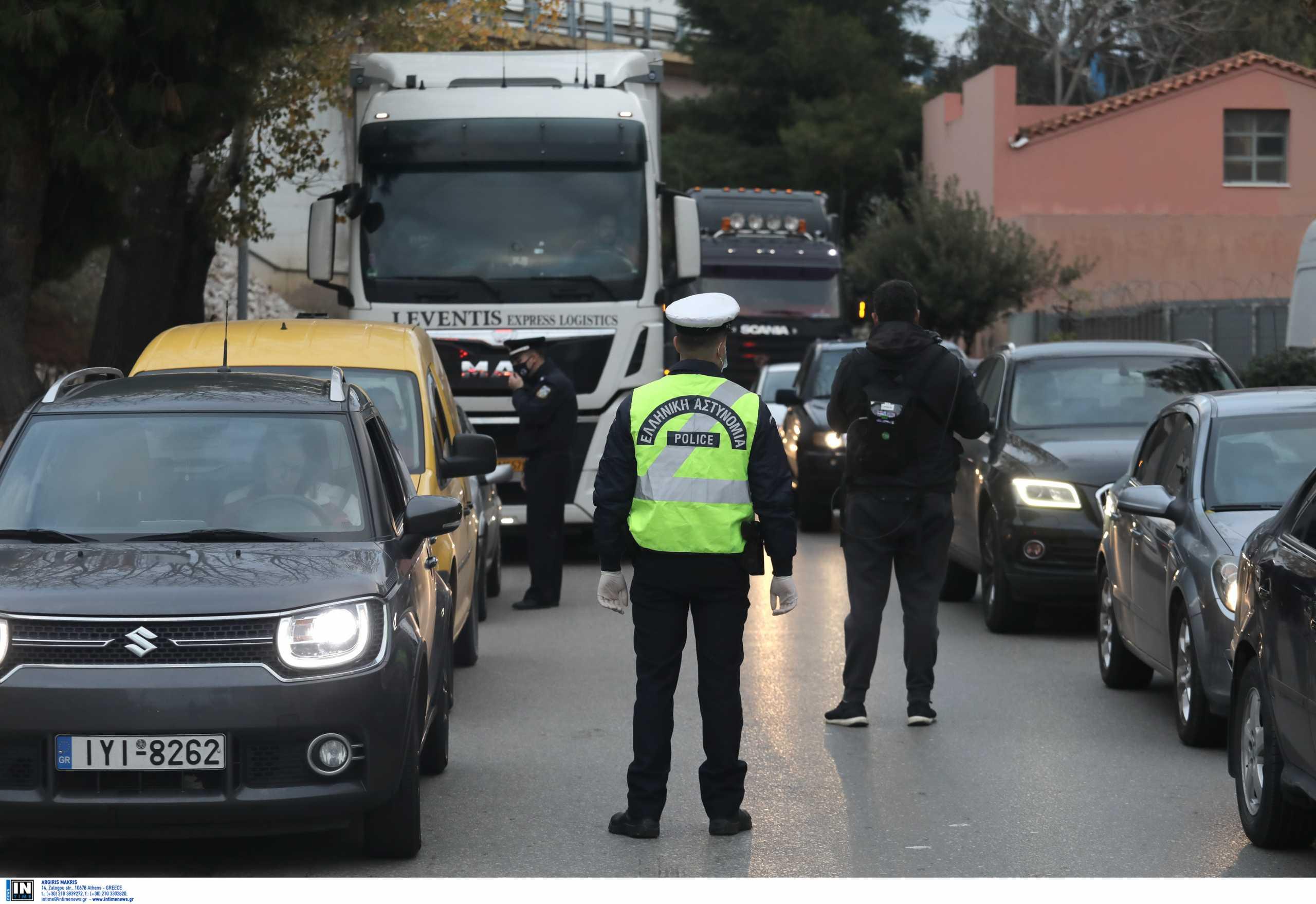 Αστυνομία παντού στη Δυττική Αττική: ΟΠΚΕ, ΔΙΑΣ, Τροχαία και περιπολικά που καλούν τον κόσμο να μείνει σπίτι (pics)