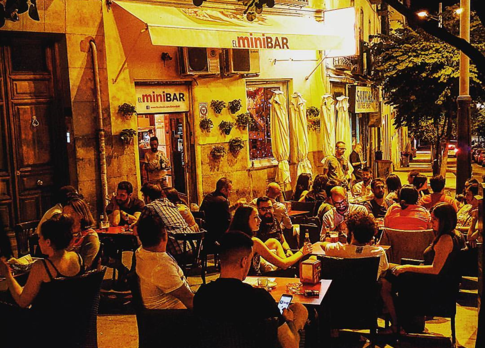 """Κορονοϊός: """"Προπληρώστε για να σωθούμε"""" ζητά μπαρ στη Μαδρίτη (video)"""