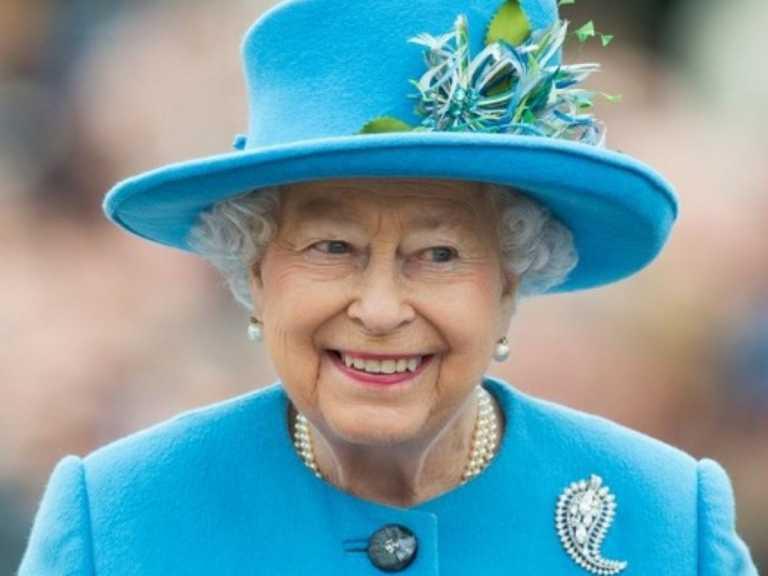 Βασίλισσα Ελισάβετ: Κάντε το εμβόλιο, μην είστε εγωιστές