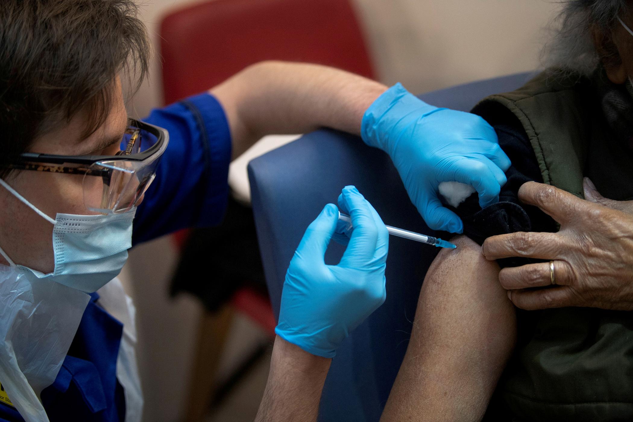 Κορονοϊός: Ποιοί θα λάβουν SMS για να κάνουν το εμβόλιο – Όλη η διαδικασία