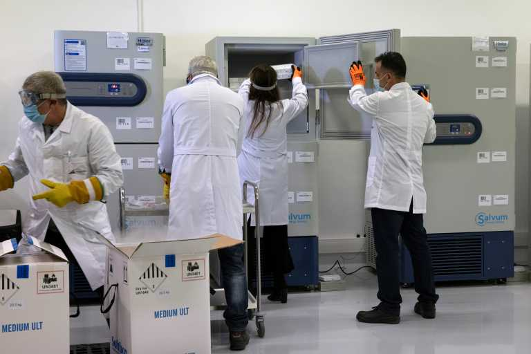 Εμβόλιο: Στην Ελλάδα άλλες 83.850 δόσεις – Τι θα γίνει με τα μέτρα την Πρωτοχρονιά