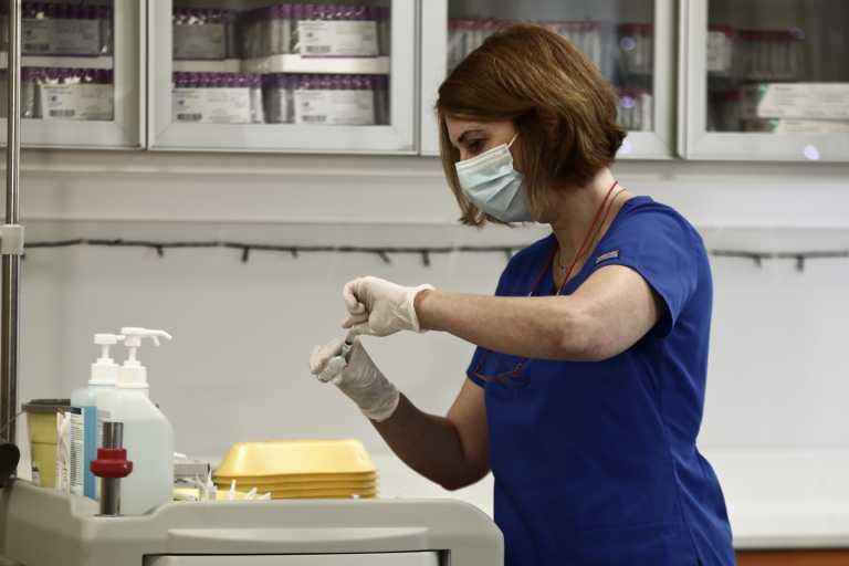 Εμβόλιο: Ποιοι υπουργοί και κρατικοί αξιωματούχοι παίρνουν σειρά το επόμενο δεκαήμερο