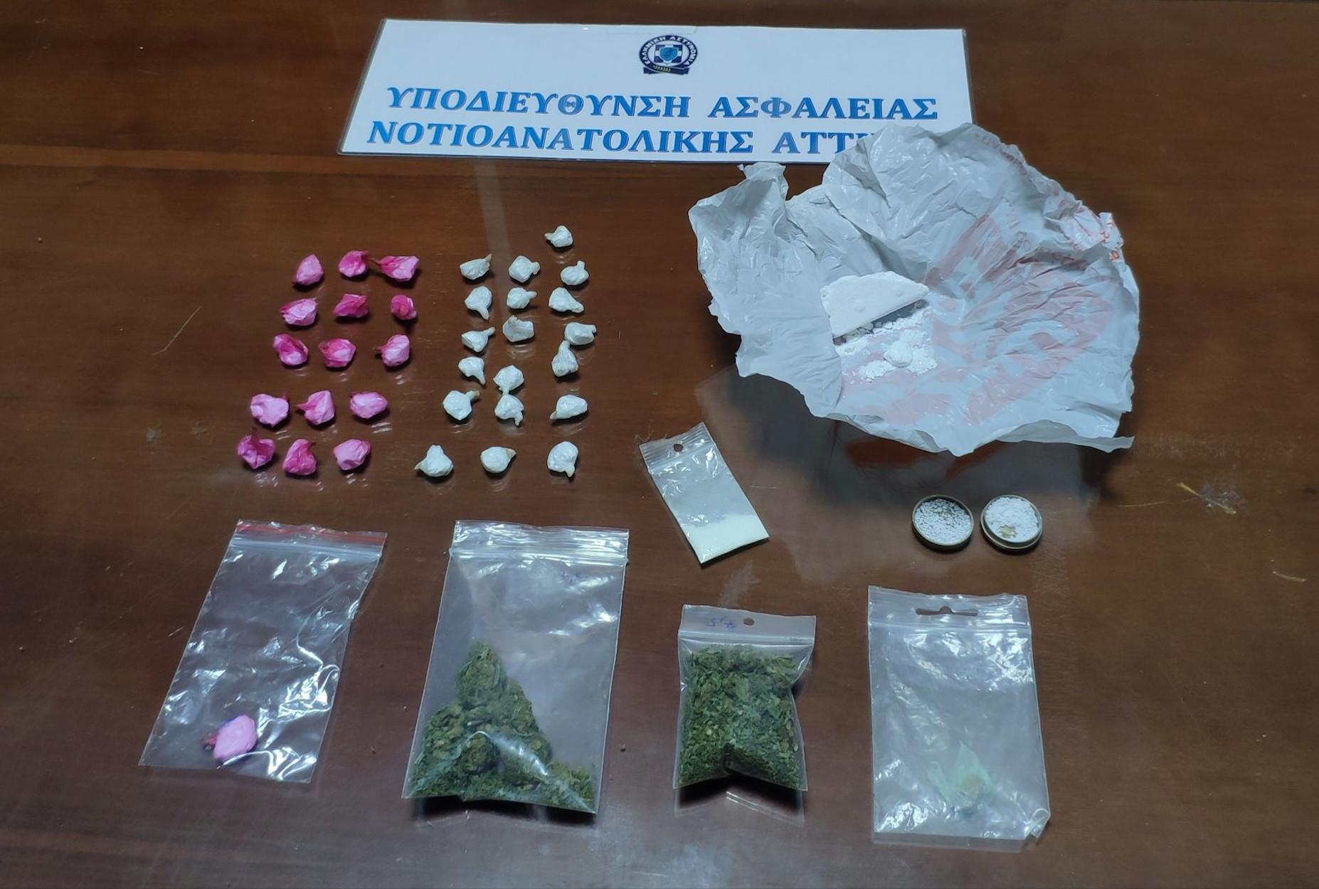 """Γλυφάδα: Δύο συλλήψεις για κοκαΐνη και κάνναβη – Πως """"τσάκωσαν"""" διακινητή και αγοραστή (pics)"""
