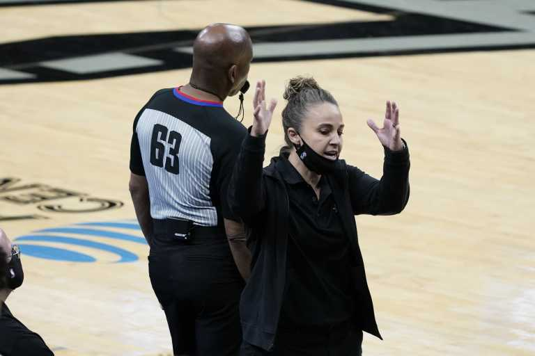 NBA: Η Μπέκι Χάμον έγινε η πρώτη γυναίκα head coach στην ιστορία της λίγκας (video)