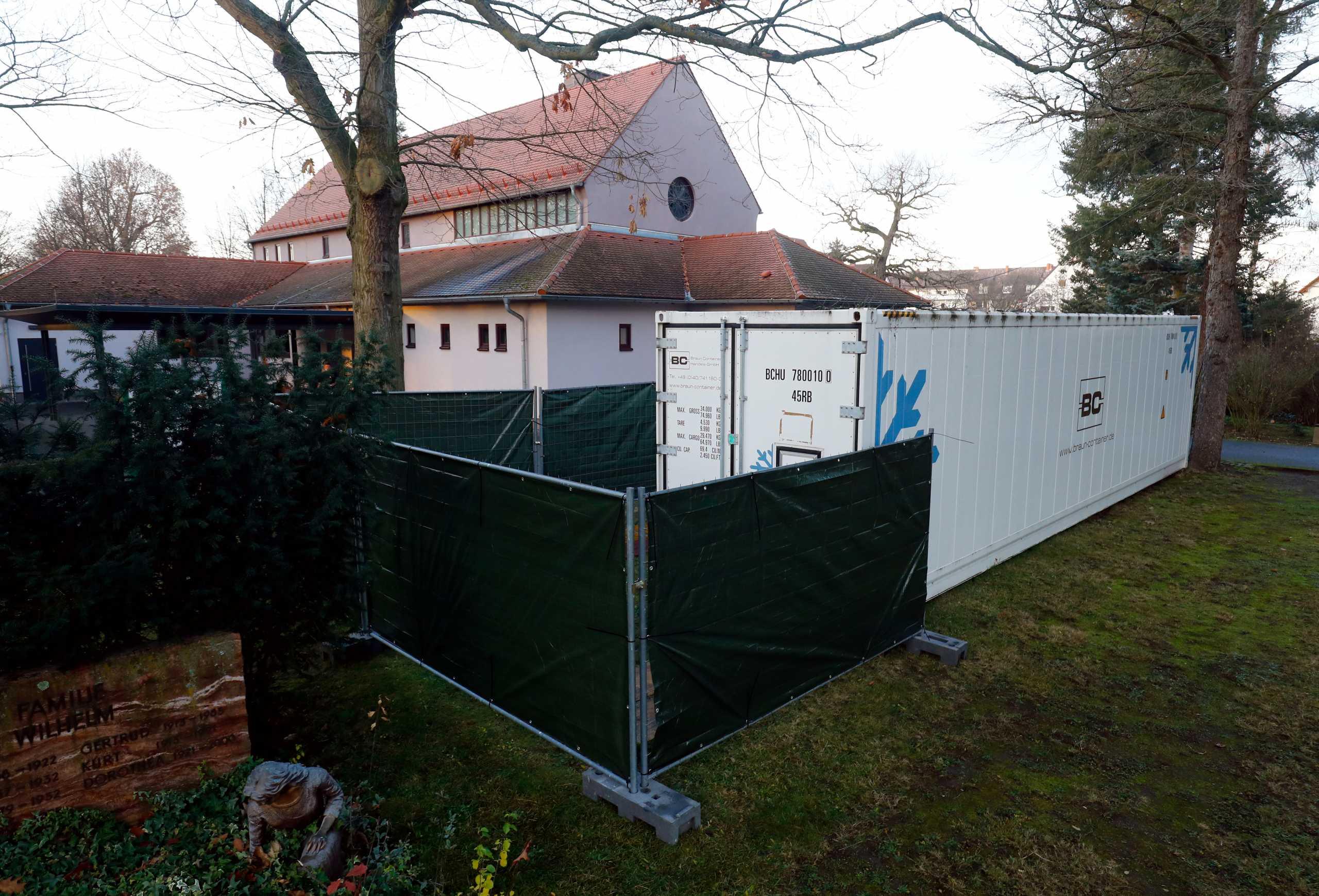 Γερμανία: Γέμισαν τα νεκροτομεία από θύματα κορονοϊού και επιστρατεύουν κοντέινερ