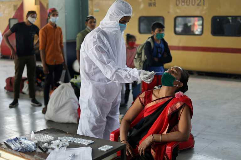 Ινδία: 15.510 κρούσματα και 106 νεκροί το τελευταίο 24ωρο