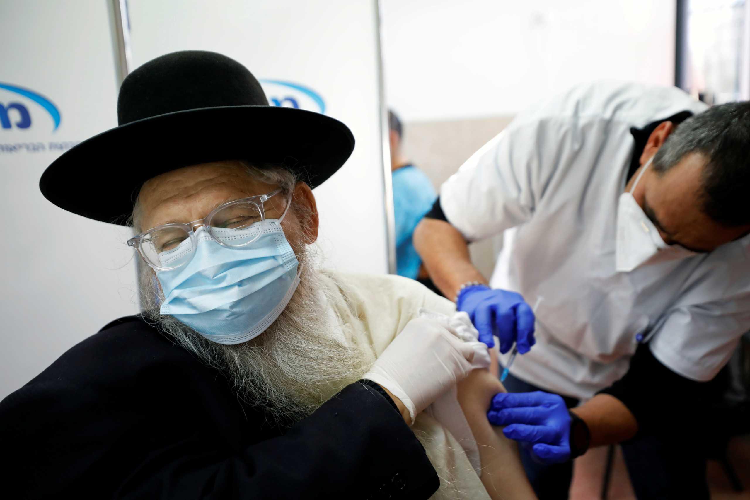 Εμβόλιο κορονοϊού: Το Ισραήλ είναι η πρώτη χώρα που χορηγεί 3η δόση στους άνω των 50 ετών