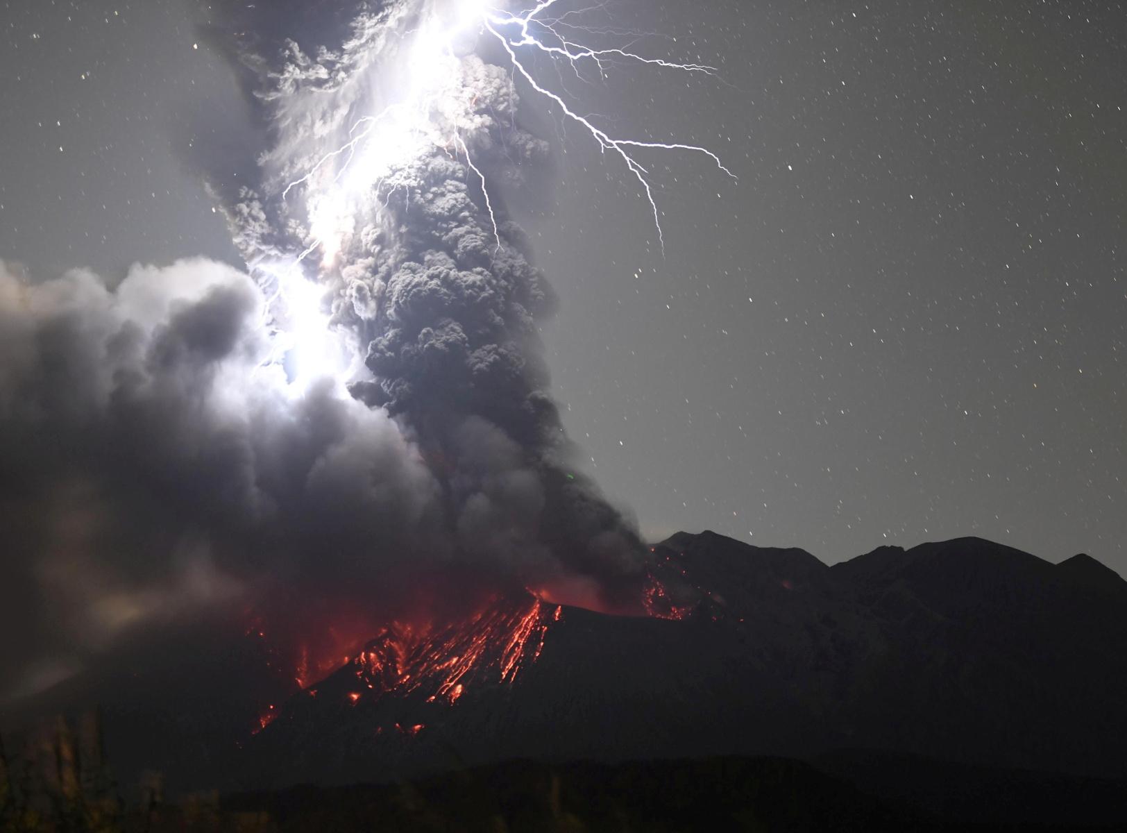 Ιαπωνία: «Κινηματογραφικά εφέ» σε έκρηξη ηφαιστείου