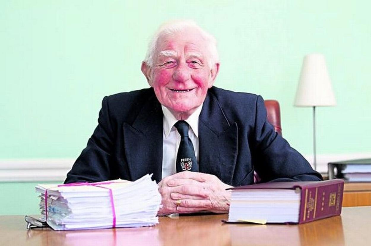 Πέθανε ο πιο πιστός υπάλληλος στον κόσμο – Δούλεψε 84 χρόνια στην ίδια εταιρεία