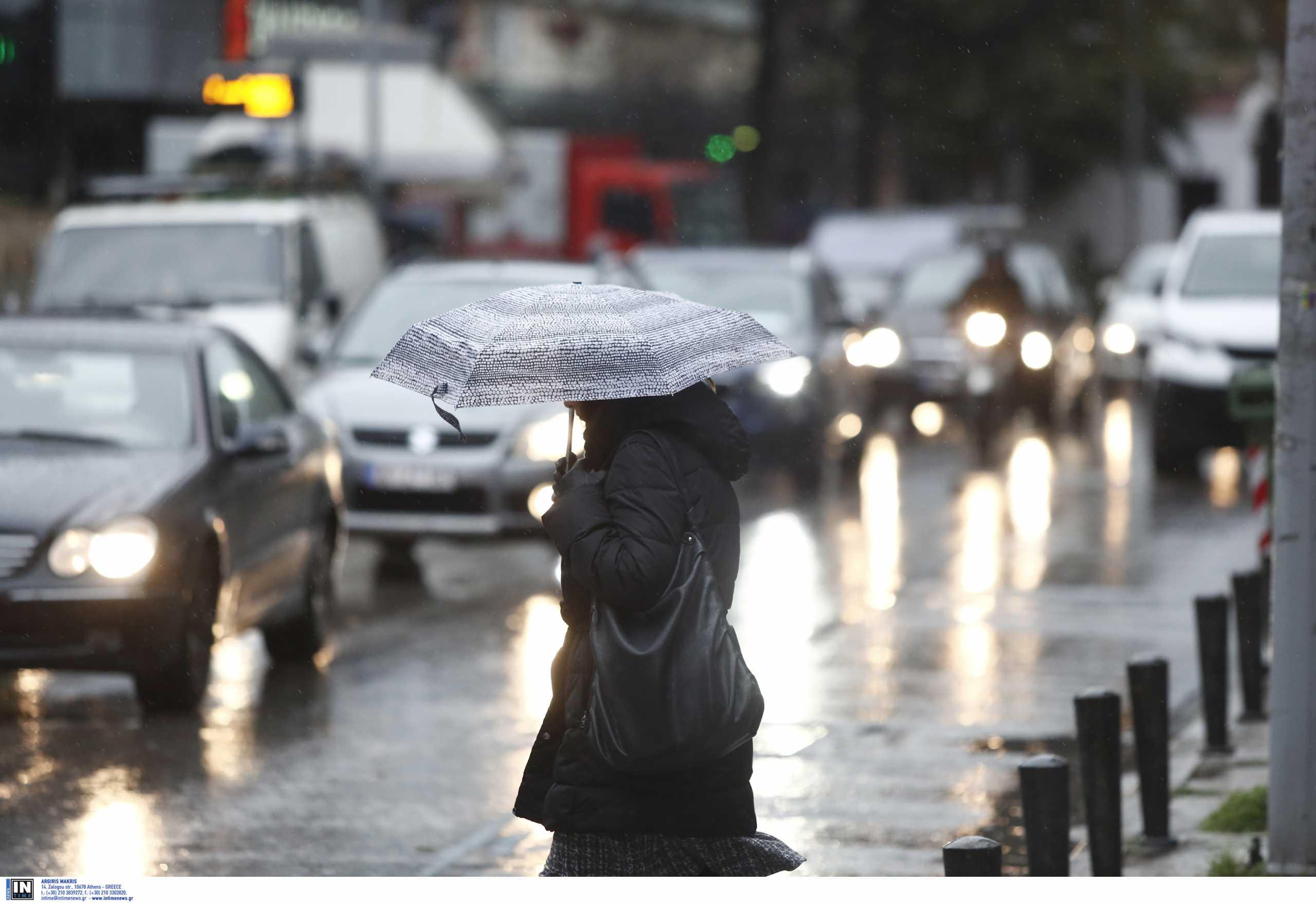 Καιρός αύριο: Ανεβαίνει ο υδράργυρος, επιμένουν βροχές και χιόνια – Πού θα έχει παγετό