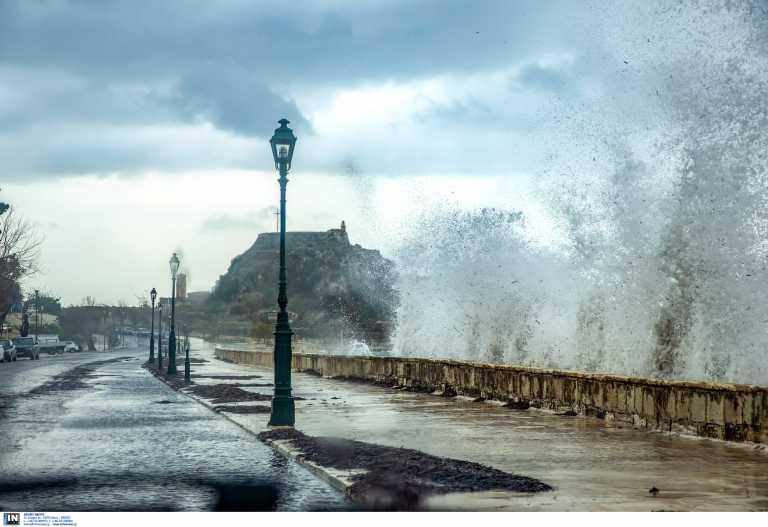 Καιρός αύριο: Νέο κύμα με βροχές, καταιγίδες, 9 μποφόρ και χιόνια