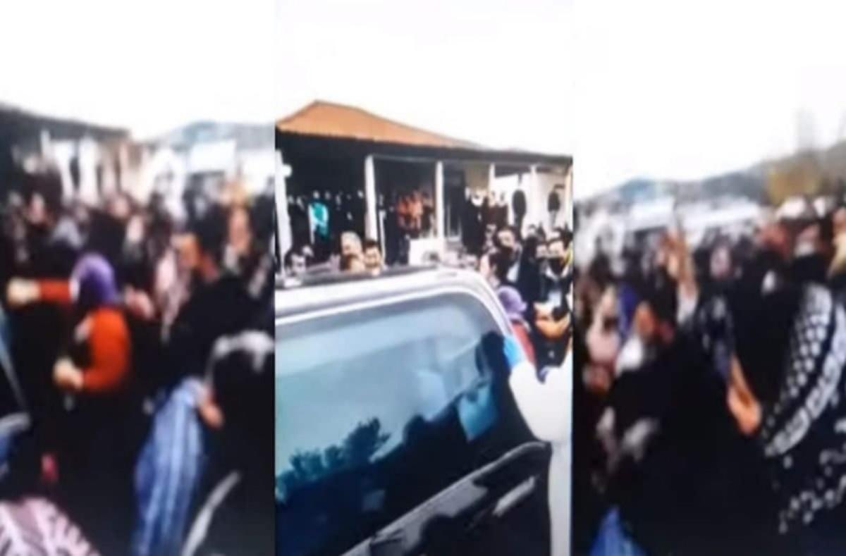 Βαριές «καμπάνες» για τις εικόνες συνωστισμού σε κηδεία στον Βόλο (pics)