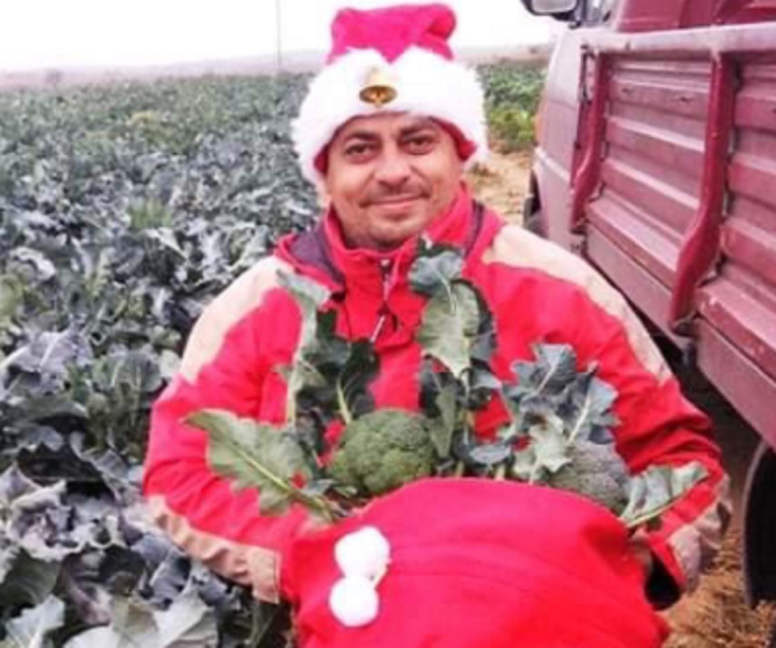 Κιλκίς: Αγρότης στο πνεύμα των ημερών! Οι τρεις φωτογραφίες που τον κάνουν viral στα social media