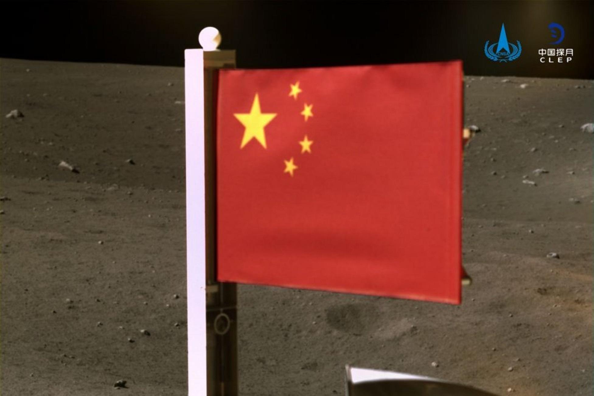 """Η κινεζική σημαία """"κυματίζει"""" στη Σελήνη μετά την αμερικανική"""