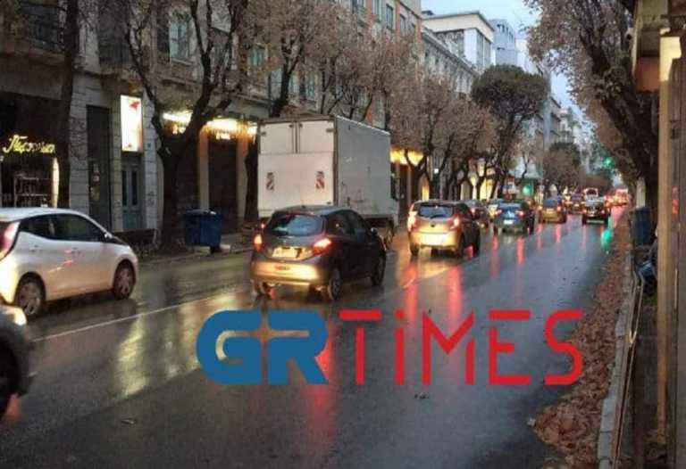 Θεσσαλονίκη: «Πλημμύρισε» το κέντρο ΙΧ παρά το lockdown (vid)