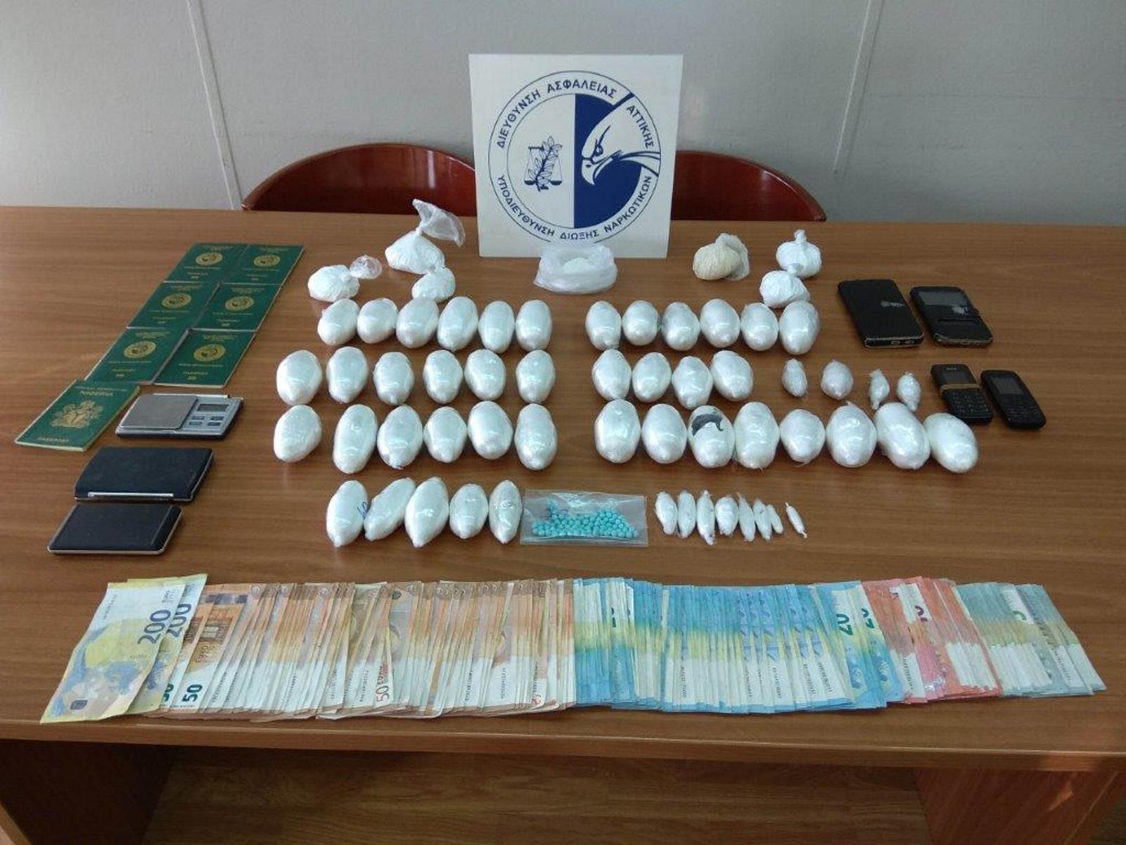 Εξαρθρώθηκε σπείρα ναρκωτικών: Διακινούσε κοκαΐνη και ηρωίνη σε Κυψέλη και Άγιο Παντελεήμονα (pics)