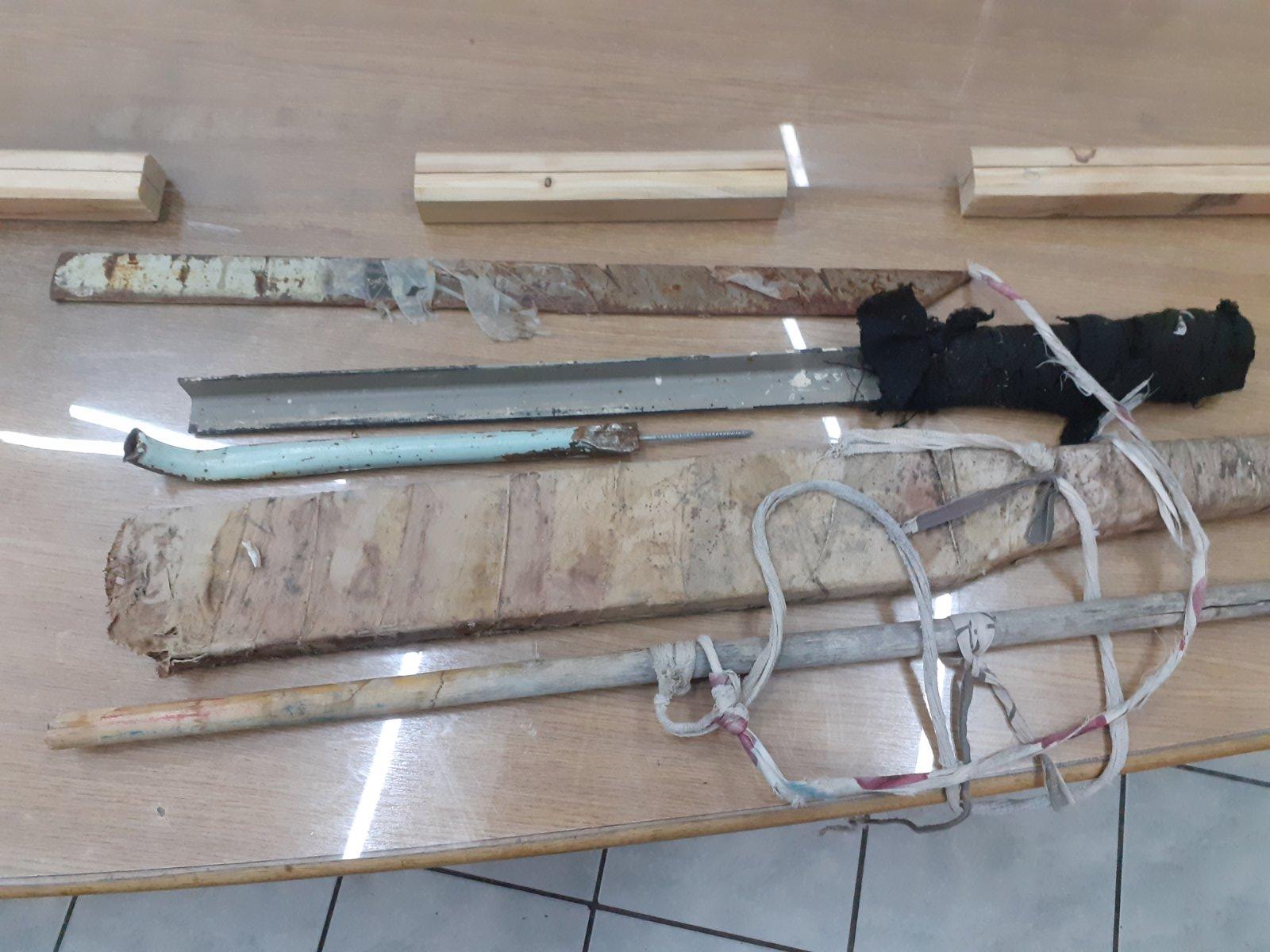 Φυλακές Κορυδαλλού: Σπαθιά και… πάνω από 100 λίτρα τσίπουρο βρέθηκαν σε κελιά (pics)