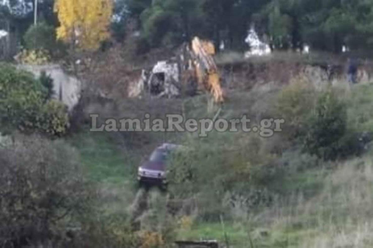 Εικόνες – σοκ στη Λαμία: Αυτοκίνητο «έφυγε» σε γκρεμό