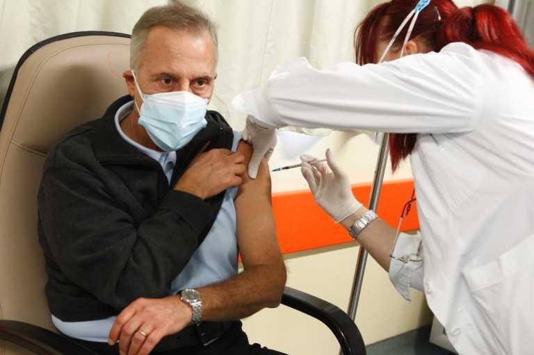 Λάρισα: Εικόνες από τους πρώτους εμβολιασμούς στο νοσοκομείο της πόλης (pics)
