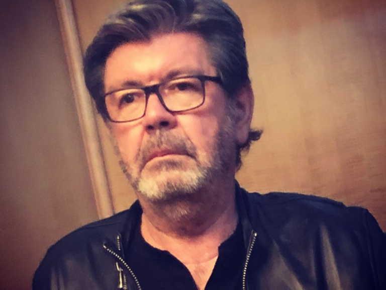 Γιάννης Λάτσιος: Δείτε το παραμυθένιο δέντρο στο σαλόνι του σπιτιού του (pic)