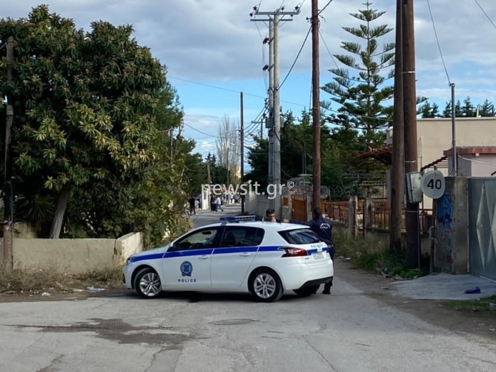 Μέγαρα: «Ταμπούρι» Ρομά σε σπίτι αφού πυροβόλησαν ξαδέρφια τους – Μεγάλη επιχείρηση της ΕΛΑΣ (pics, video)