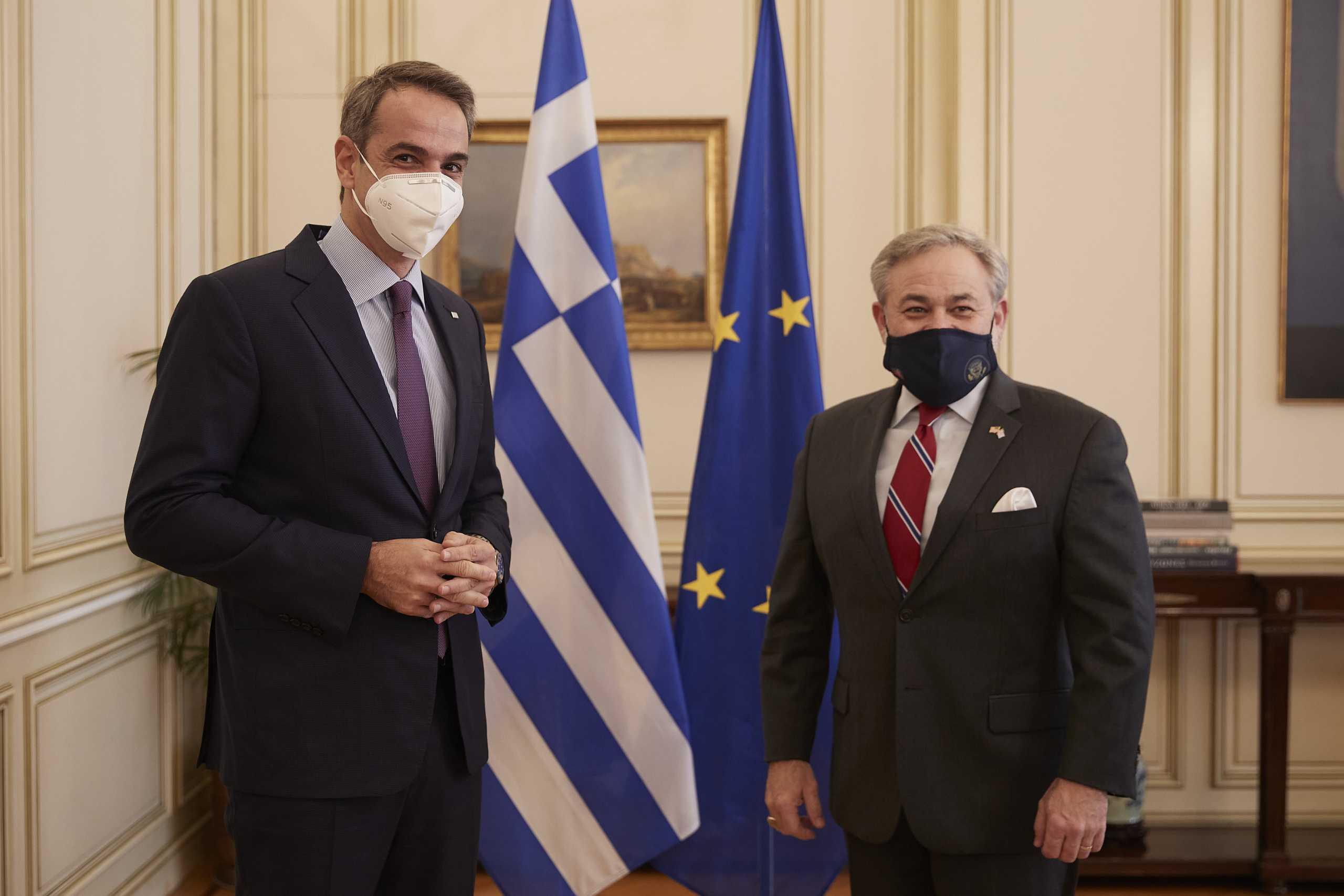 Συνάντηση Μητσοτάκη με τον υπ. Ενέργειας των ΗΠΑ – Ενίσχυση των αμερικανικών επενδύσεων στην Ελλάδα (pics)