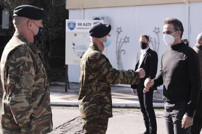 Συμβολικές επισκέψεις Μητσοτάκη στη Λέσβο – «Να θωρακίσουμε τις Ένοπλες Δυνάμεις» (pics)