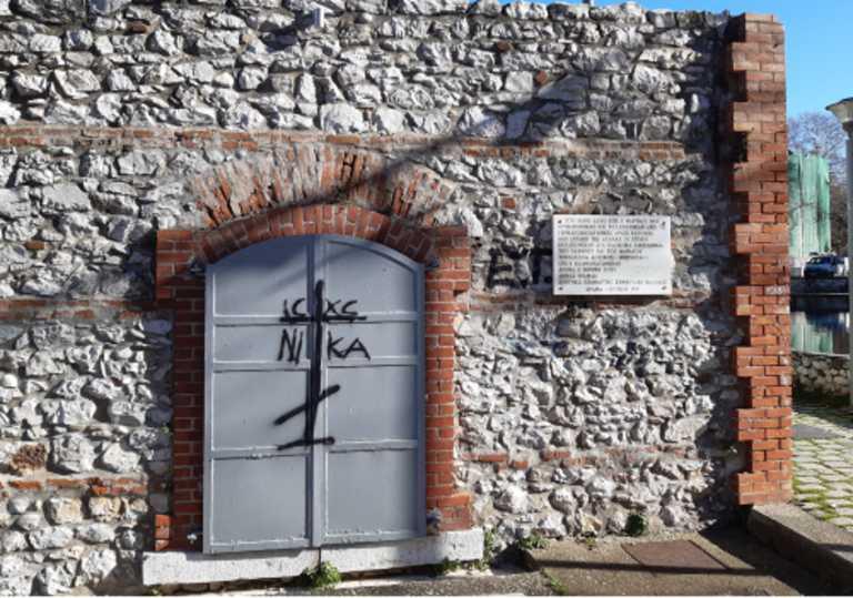 Δράμα: Βεβήλωσαν το μνημείο των μαρτύρων του Ολοκαυτώματος