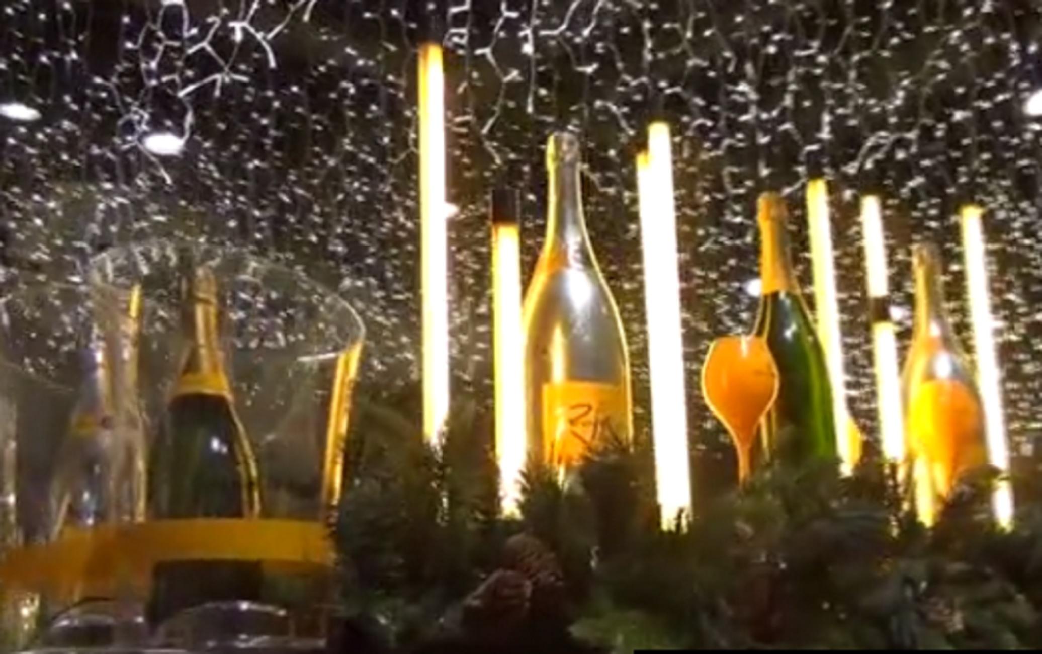 Μύκονος: Εκπληκτικός χριστουγεννιάτικος στολισμός σε σούπερ μάρκετ! Δείτε τις εικόνες που μαγεύουν (Βίντεο)