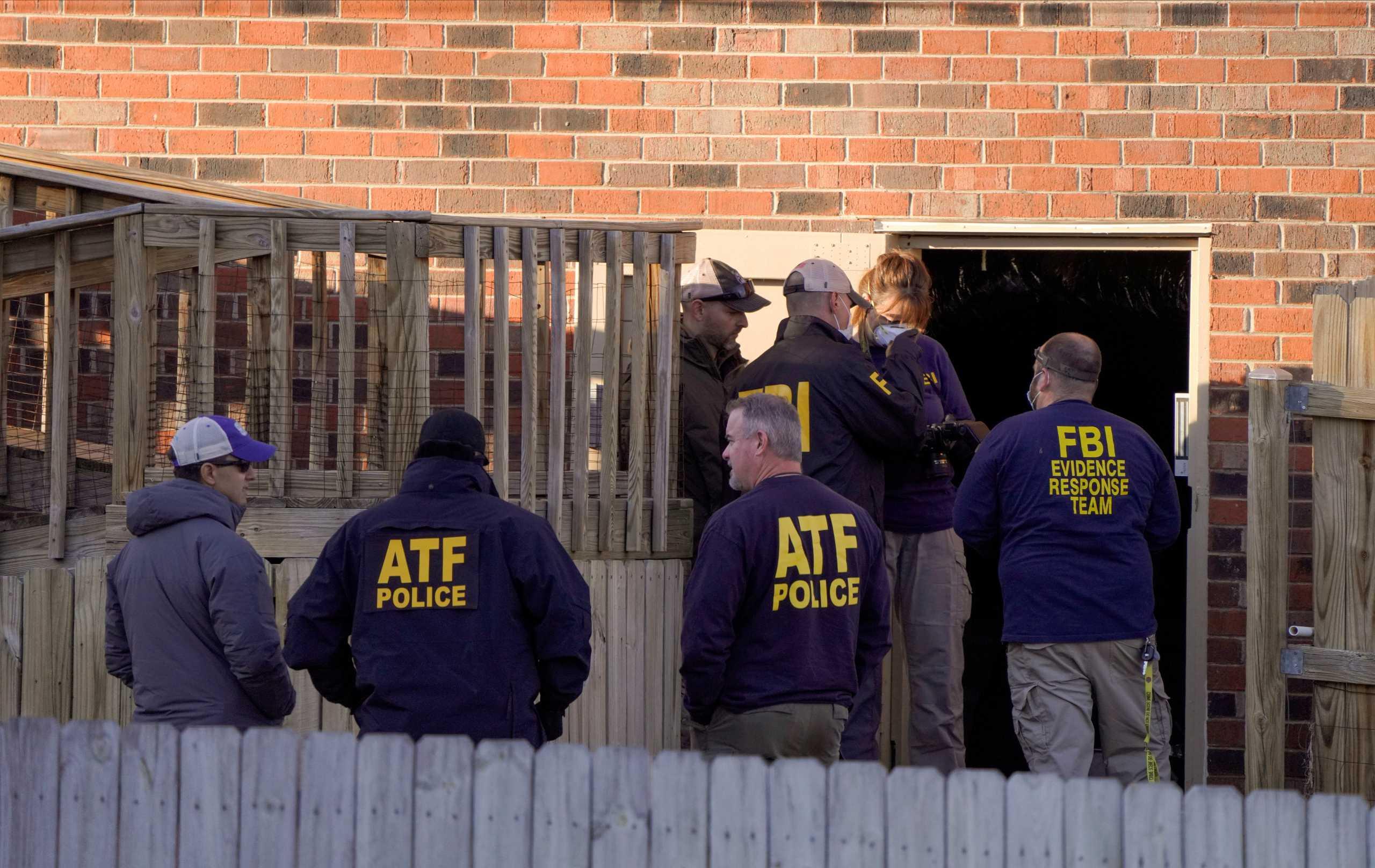 ΗΠΑ: Έρευνες του FBI για την έκρηξη στο Νάσβιλ – Στο «μικροσκόπιο» ένας 63χρονος (pics)