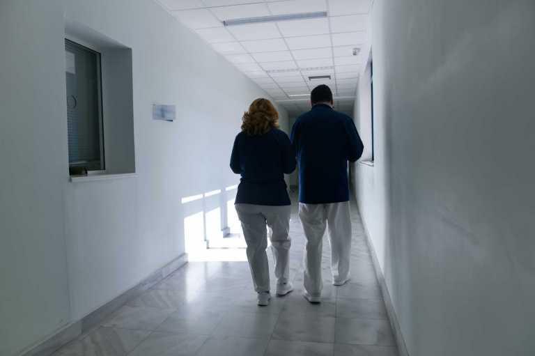 Σώθηκε το μωράκι που κατάπιε χάντρα στη Θεσσαλονίκη