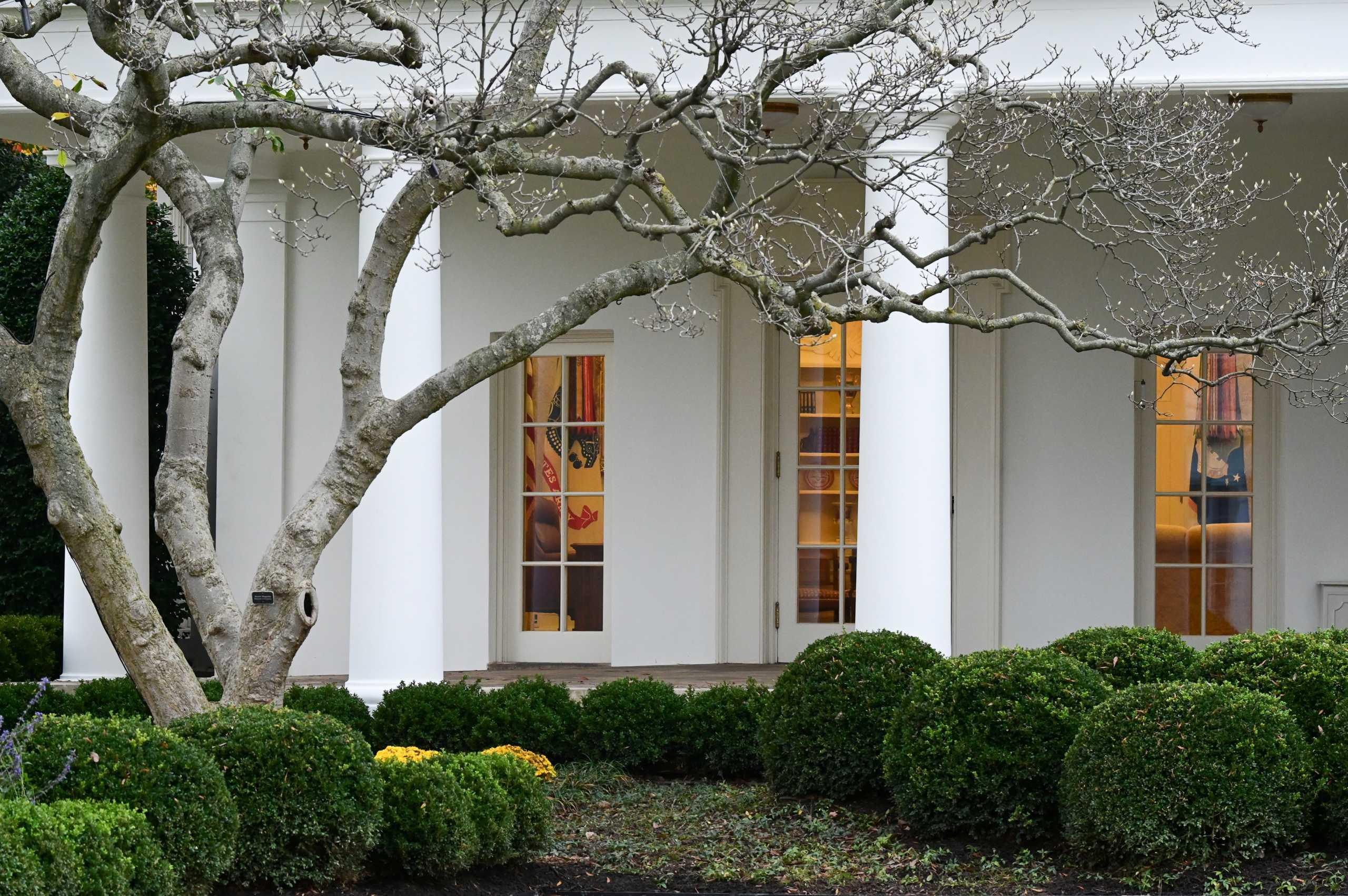 Ο Τραμπ σκέφτεται ακόμα και πραξικόπημα; Σε σύσκεψη στο Λευκό Οίκο προτάθηκε «στρατιωτικός νόμος»