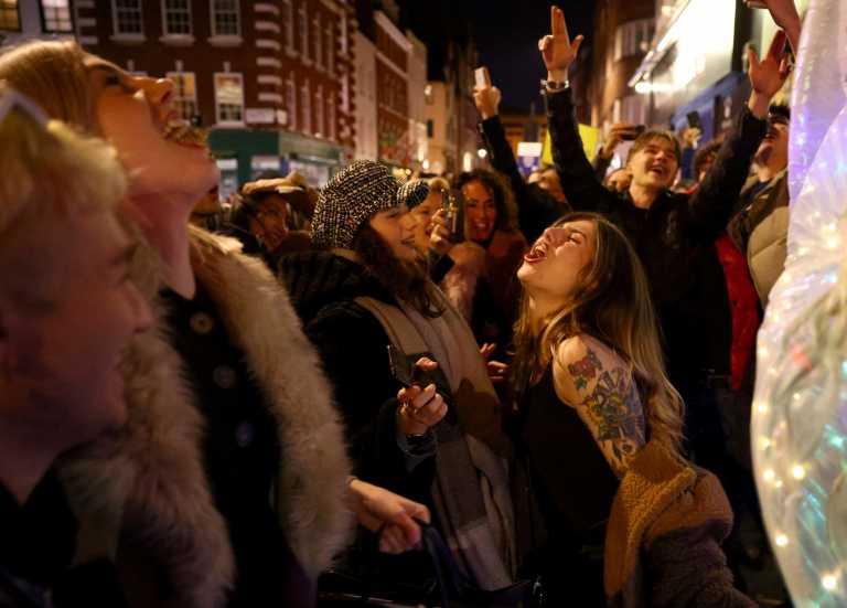 Ετοιμάζουν κορονοπάρτι σε Αττική και επαρχία για την Πρωτοχρονιά - Συναγερμός στις αρχές