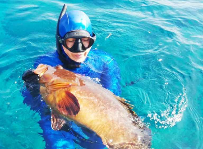 """Κρήτη: Το μεγάλο ψάρι το έπιασε μια πασίγνωστη δημοσιογράφος! """"Τι να κάνουμε κύριοι;"""" (Φωτό)"""