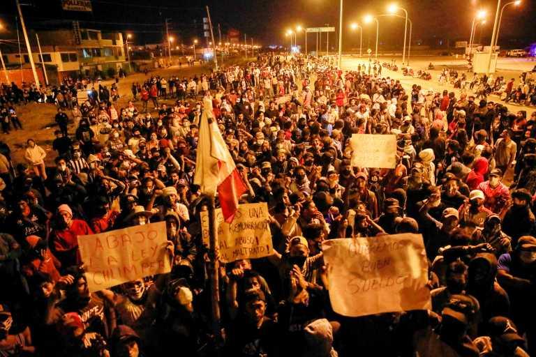 Σε βαθιά πολιτική κρίση το Περού: 19χρονος διαδηλωτής σκοτώθηκε σε συγκρούσεις με την αστυνομία (pics)