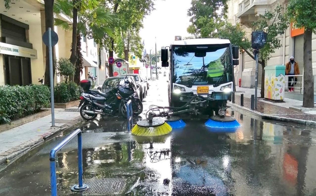 Πλύθηκε και απολυμάνθηκε το Εμπορικό Τρίγωνο στο Δήμο Αθηναίων (pics)