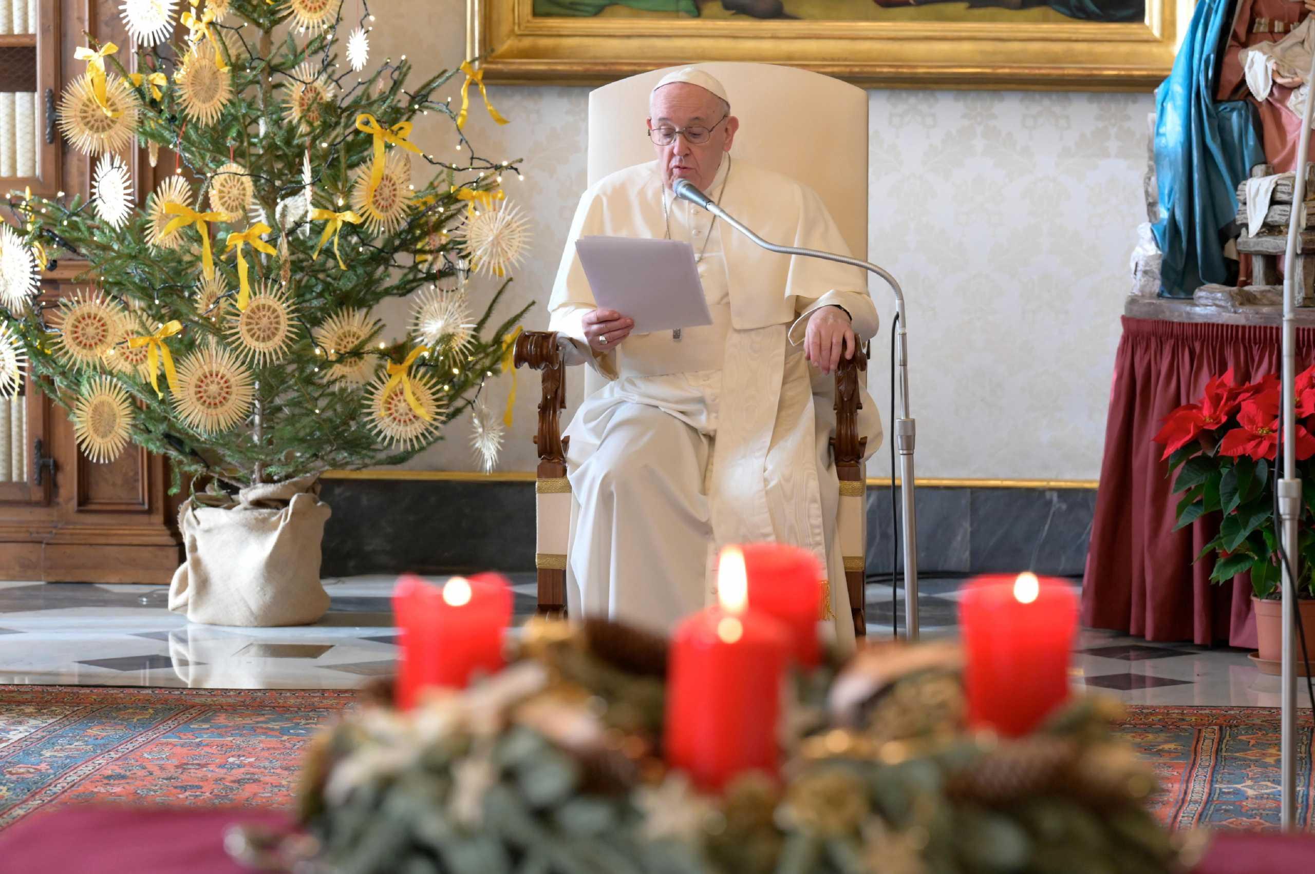 Βατικανό: Ο Πάπας τα Χριστούγεννα θα ευλογήσει τους πιστούς μέσω τηλεοράσεως