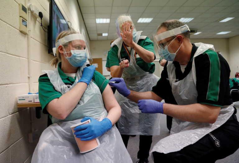 Κορονοϊός – εμβόλιο: Τα 6 ερωτήματα που ζητούν απαντήσεις όσο θα προχωρούν οι εμβολιασμοί