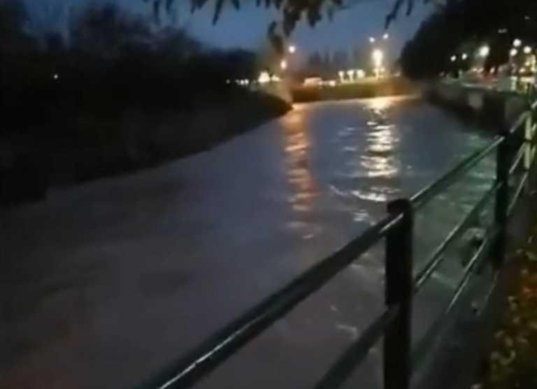 Ψαχνά Ευβοίας: «Φούσκωσε» ο Μεσσάπιος μετά τις ασταμάτητες βροχές (video)