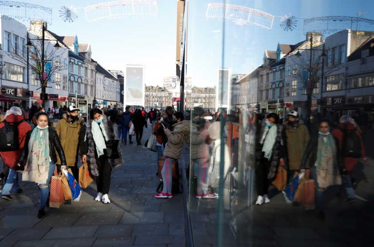 Έληξε το lockdown ξεχύθηκαν στα μαγαζιά οι Βρετανοί! 925.000 και σε «ψηφιακές» ουρές (pics, video)