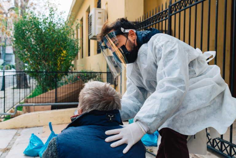 Δήμος Αθηναίων: Rapid test για κορονοϊό και θερμομετρήσεις σε άστεγους