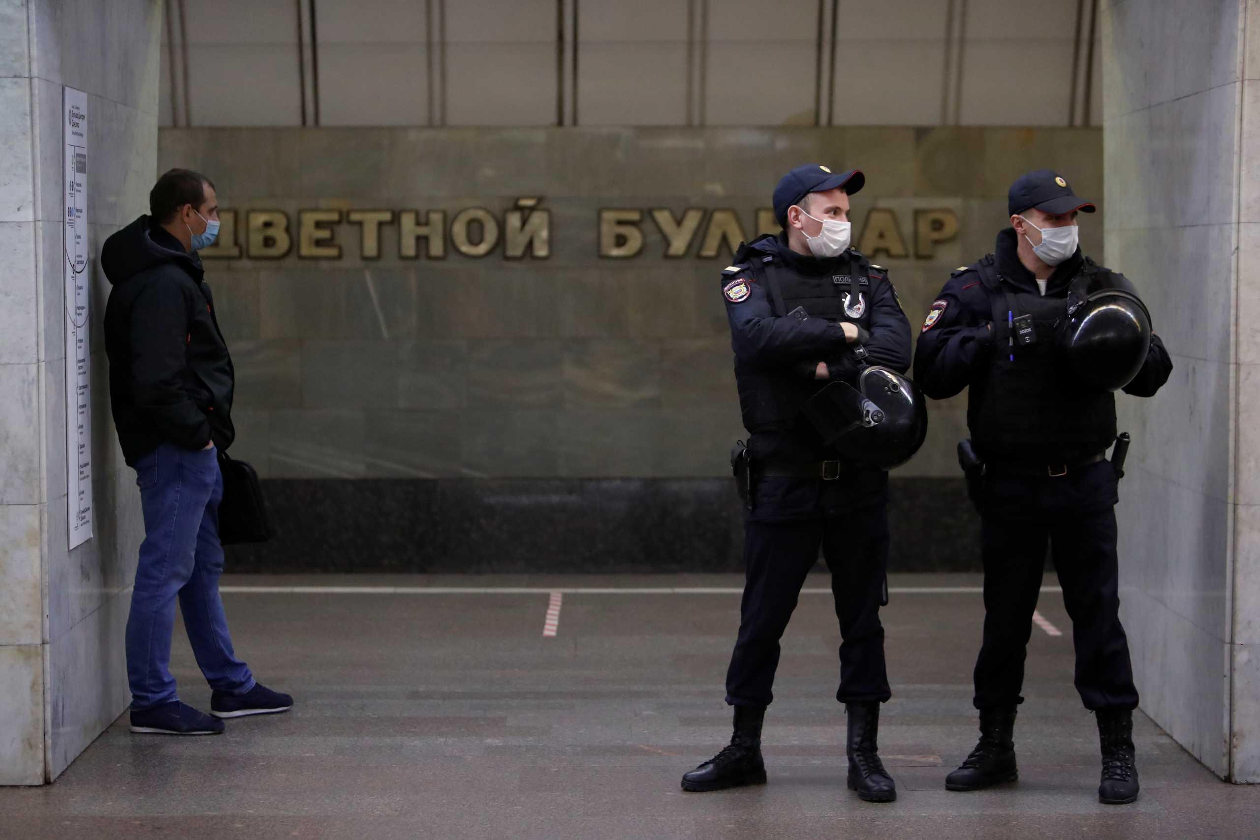 Οι Ρώσοι διώχνουν Αμερικανίδα ακτιβίστρια – Επικαλούνται λόγους ασφαλείας