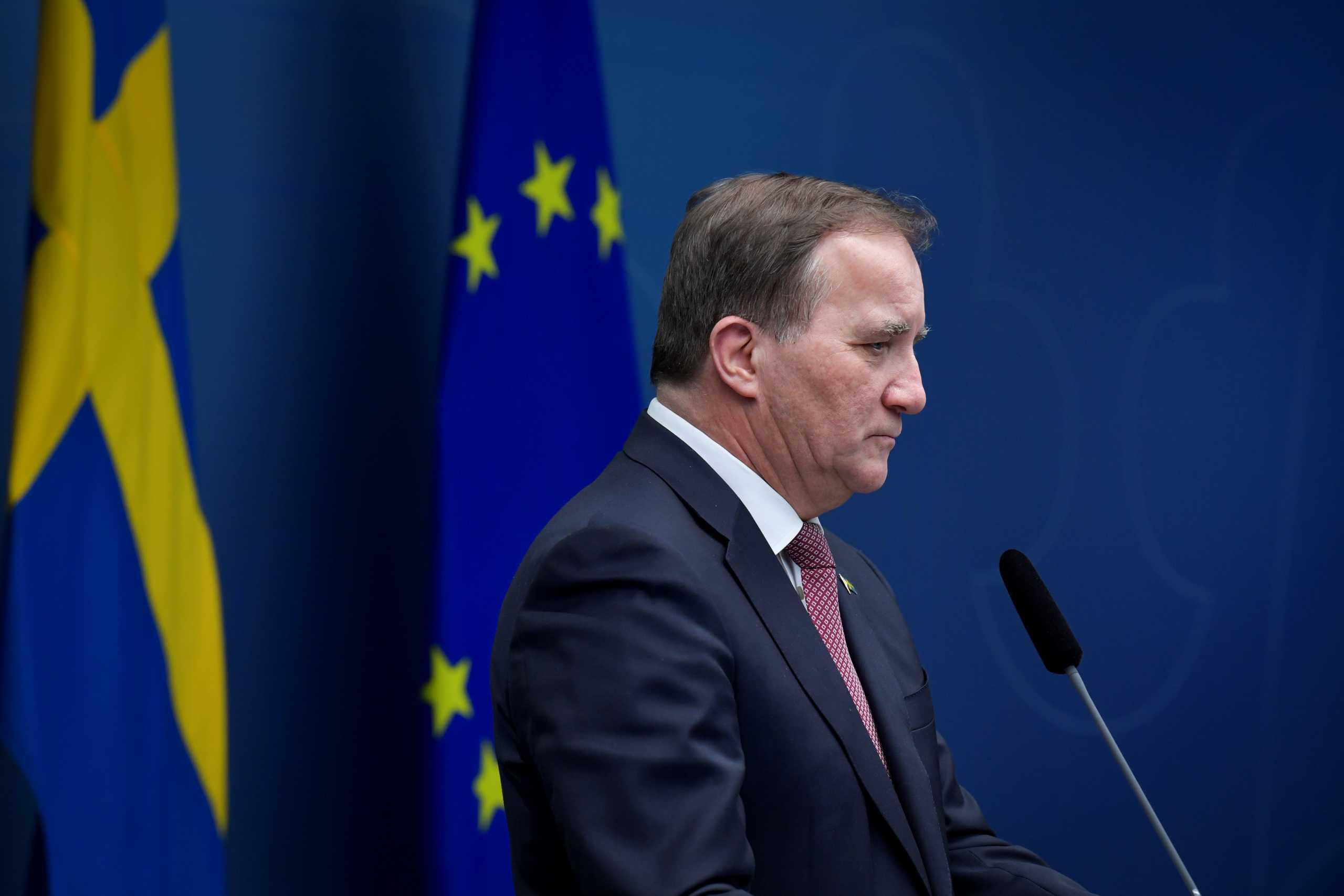 Σουηδία: Για πρώτη φορά συνιστάται η χρήση μάσκας στα ΜΜΜ και κλείνουν υπηρεσίες