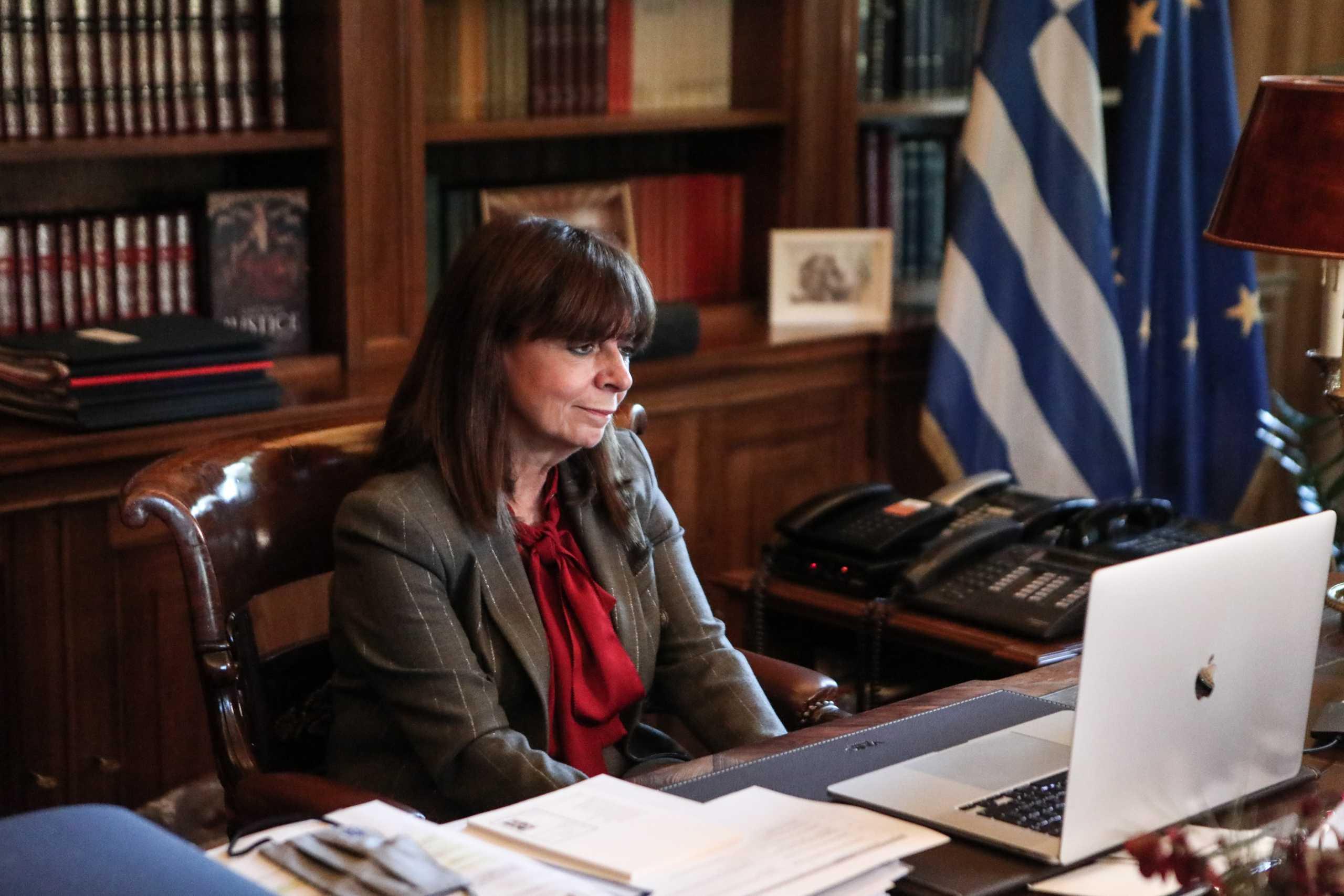 Κατερίνα Σακελλαροπούλου: Στη σκέψη μας σήμερα όσοι βρίσκονται μακριά από την πατρίδα